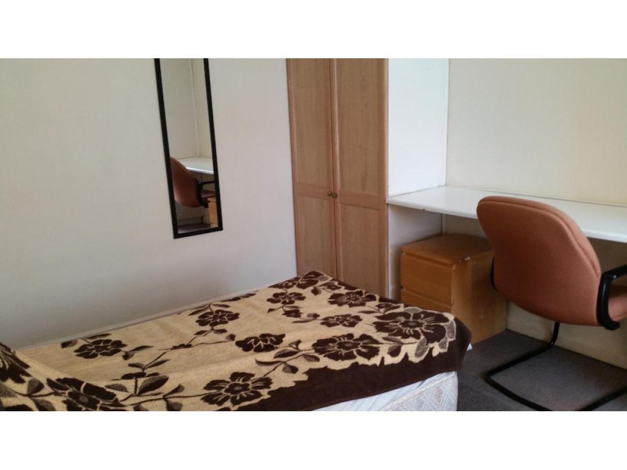 Double Room  Hounslow East £125 - 1