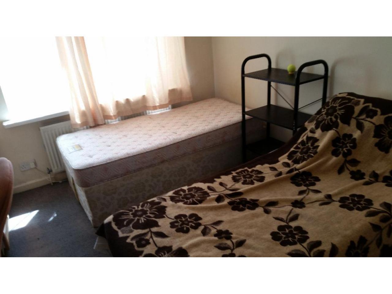Double Room  Hounslow East £125 - 2