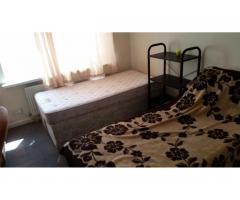 Double Room  Hounslow East £125 - Image 2