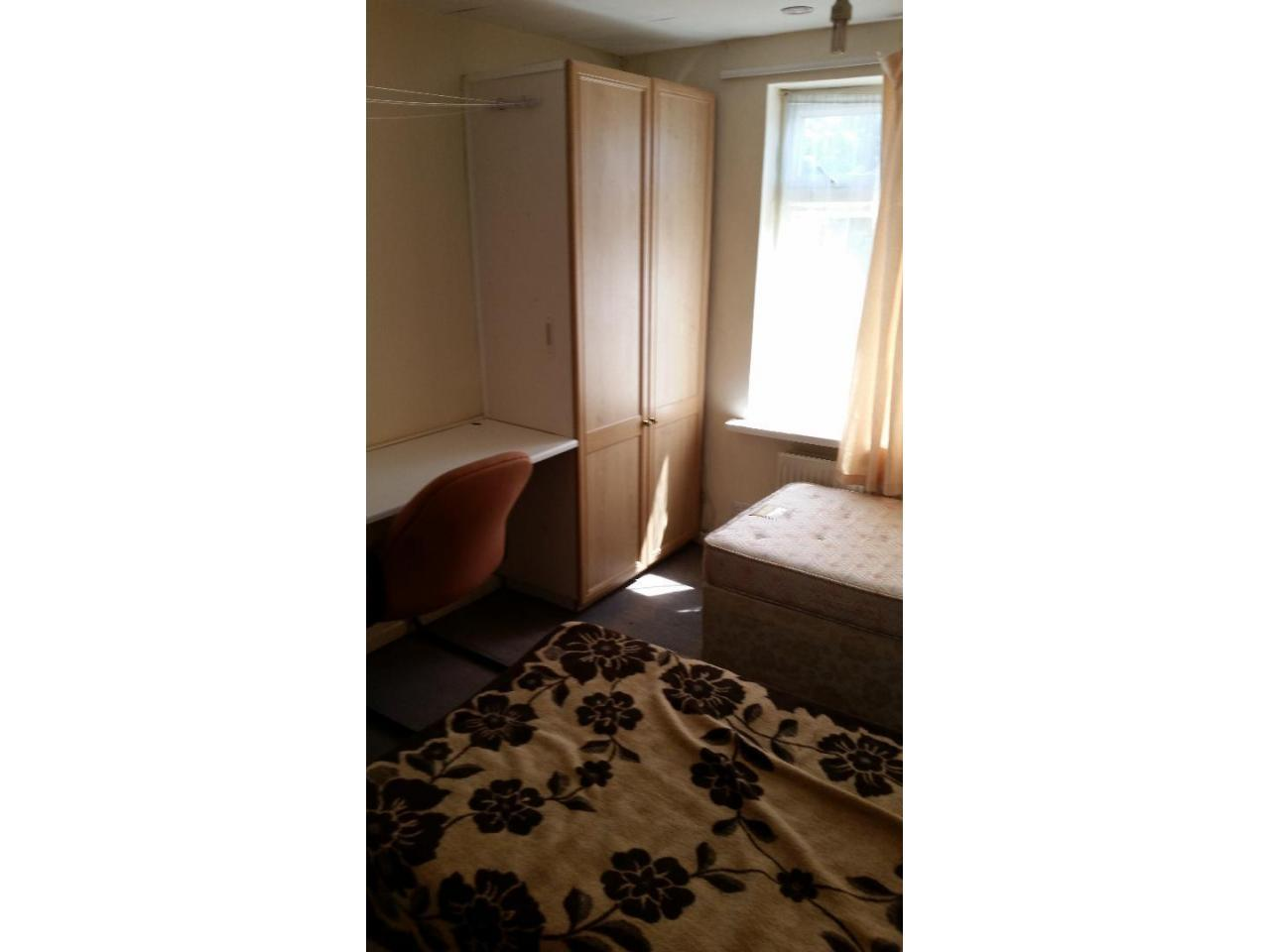 Double Room  Hounslow East £125 - 3