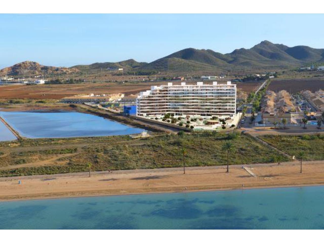 Недвижимость в Испании, Новые квартиры на первой линии пляжа от застройщика в Ла Манга - 1