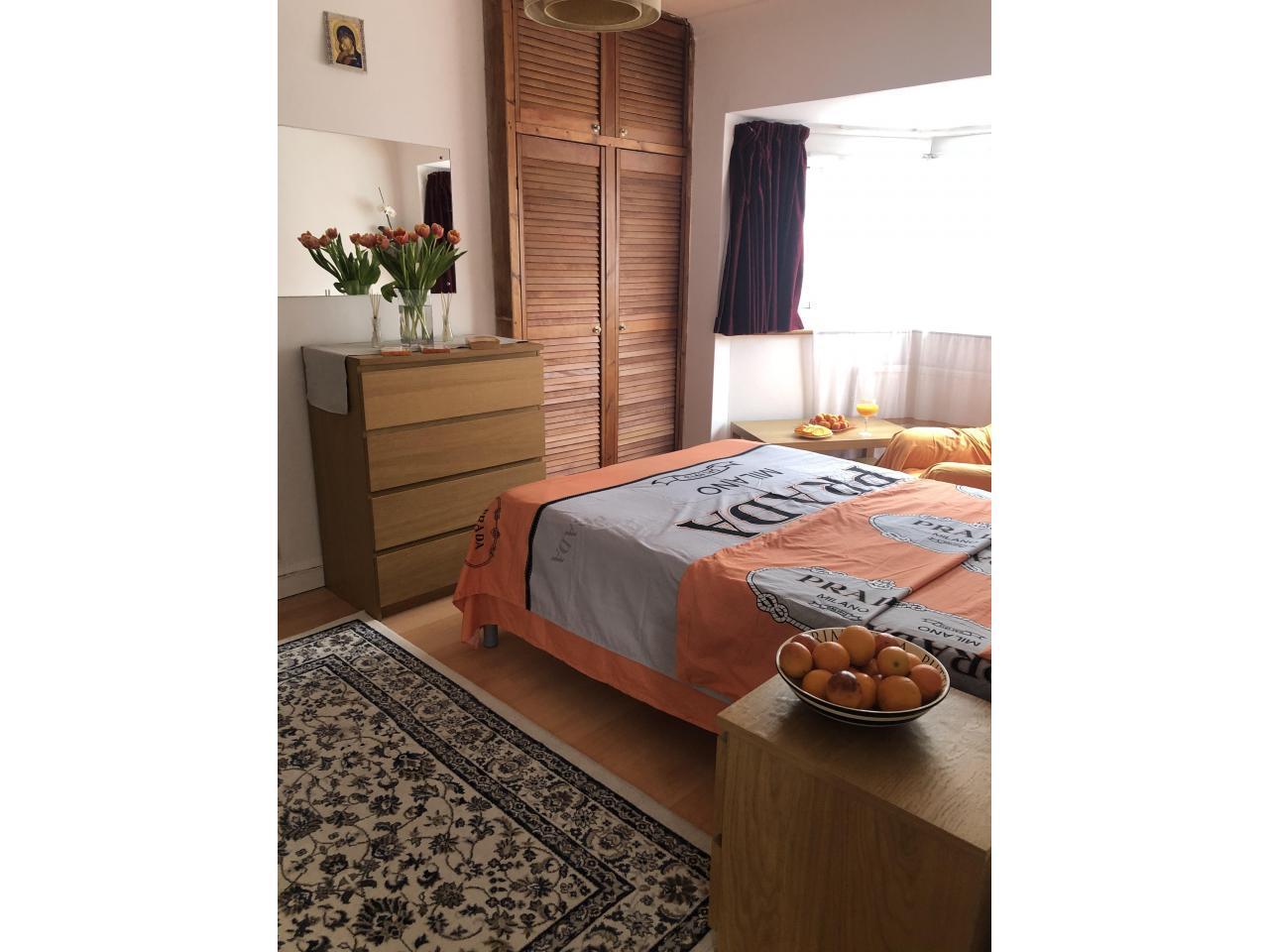 Сдаётся двухспальная (double) комнатa в малонаселённом доме в районе     Tooting. - 2