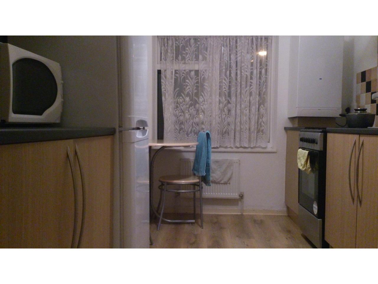 большую комнату за 100 ф. для одного - 2
