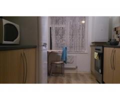 большую комнату за 100 ф. для одного - Image 2