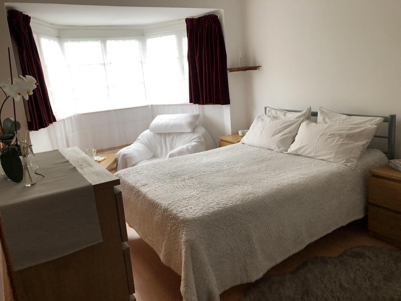 Сдается просторная, светлая double комната для одного. - 2