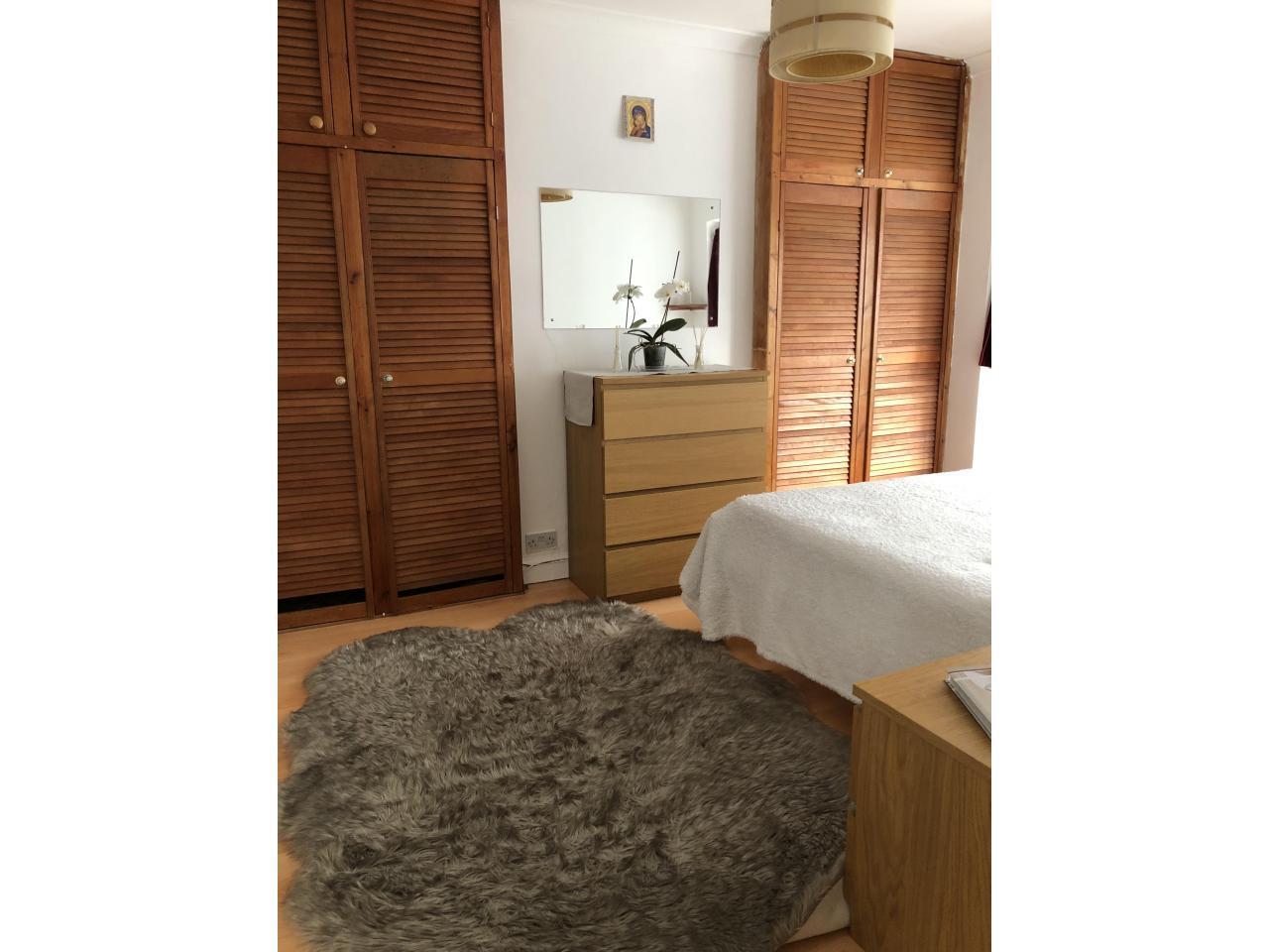 Сдается просторная, светлая double комната для одного. - 5