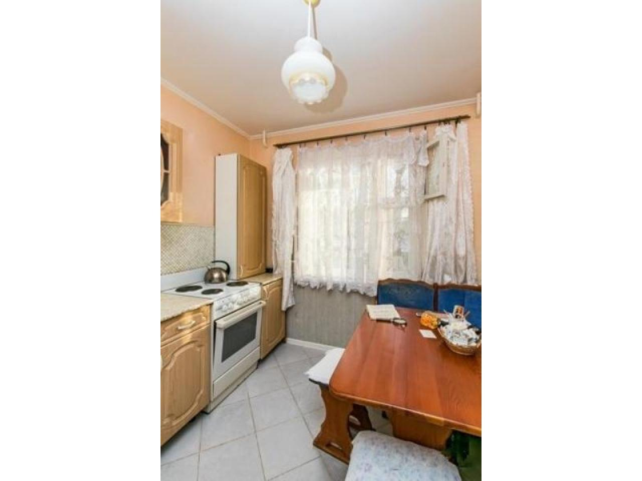 Продам 2 к - квартиру 54 кв.м  Россия - 1