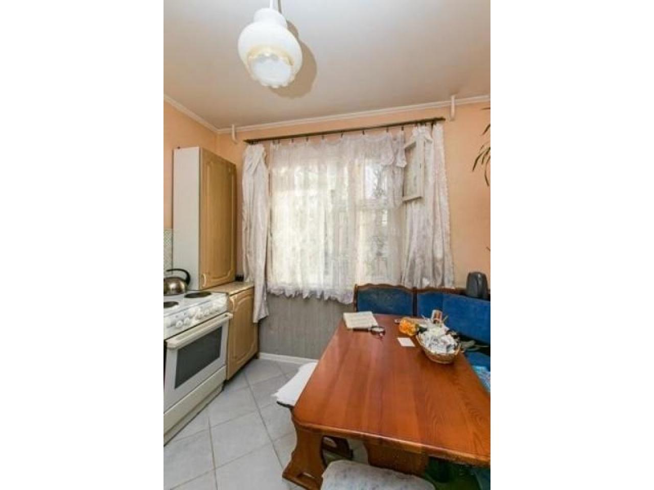 Продам 2 к - квартиру 54 кв.м  Россия - 2