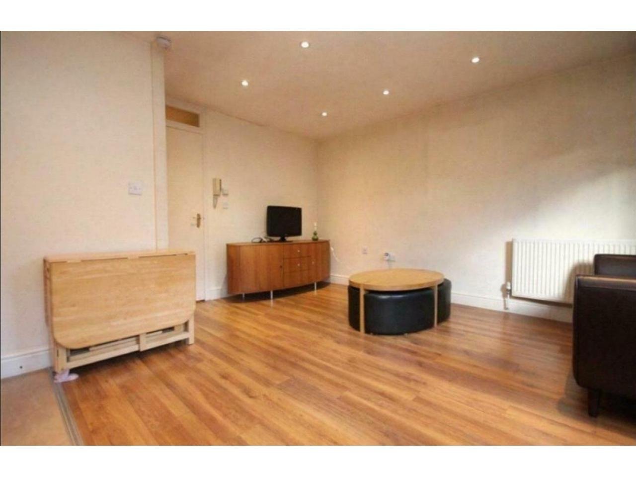 2 Bedroom in Chiswick ~ For Rent ~ - 2