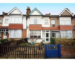 3/4 Bedroom House Isleworth - Image 1