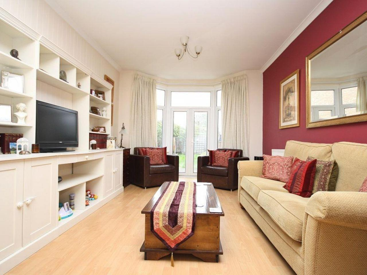 3/4 Bedroom House Isleworth - 3