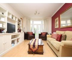 3/4 Bedroom House Isleworth - Image 3