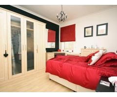 3/4 Bedroom House Isleworth - Image 5