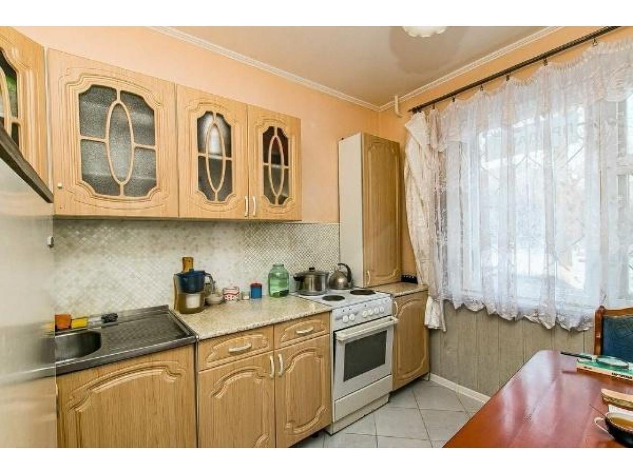 Продам 2 к - квартиру 54 кв.м  Россия - 7
