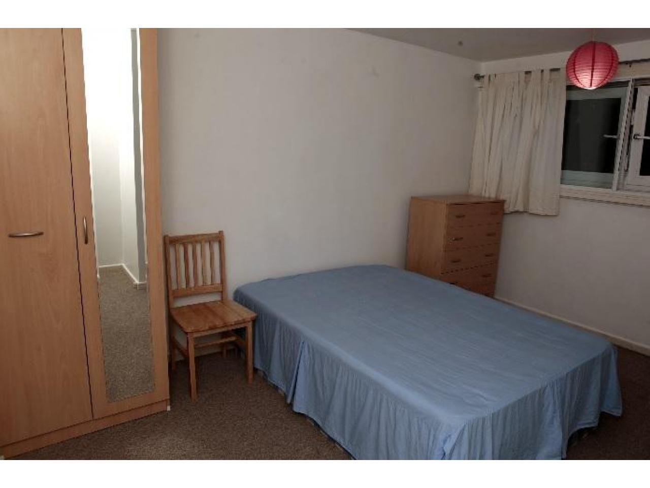 Zone 2 Canning Town double room, Jubilee line. Short stay considered. - 1