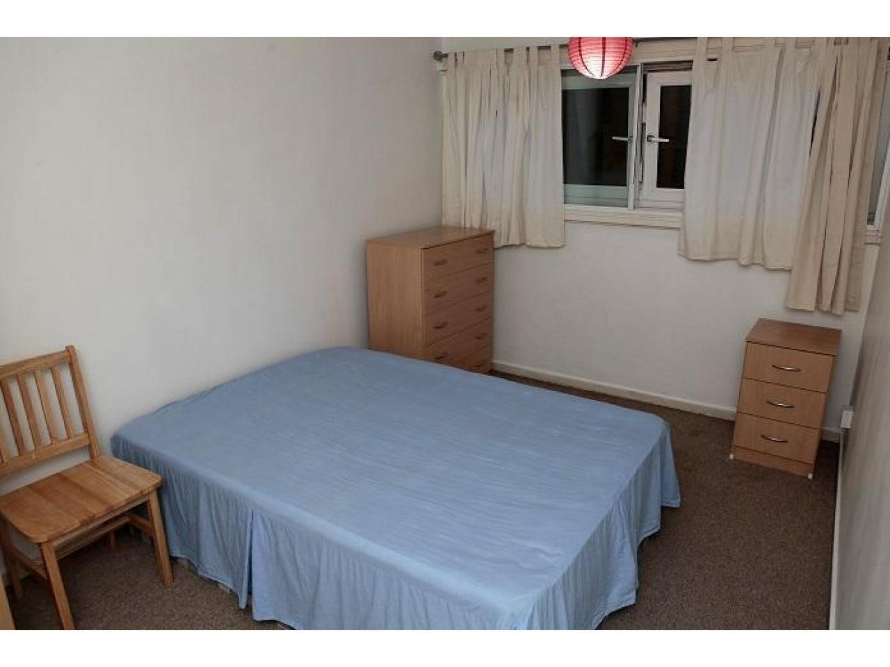 Zone 2 Canning Town double room, Jubilee line. Short stay considered. - 4