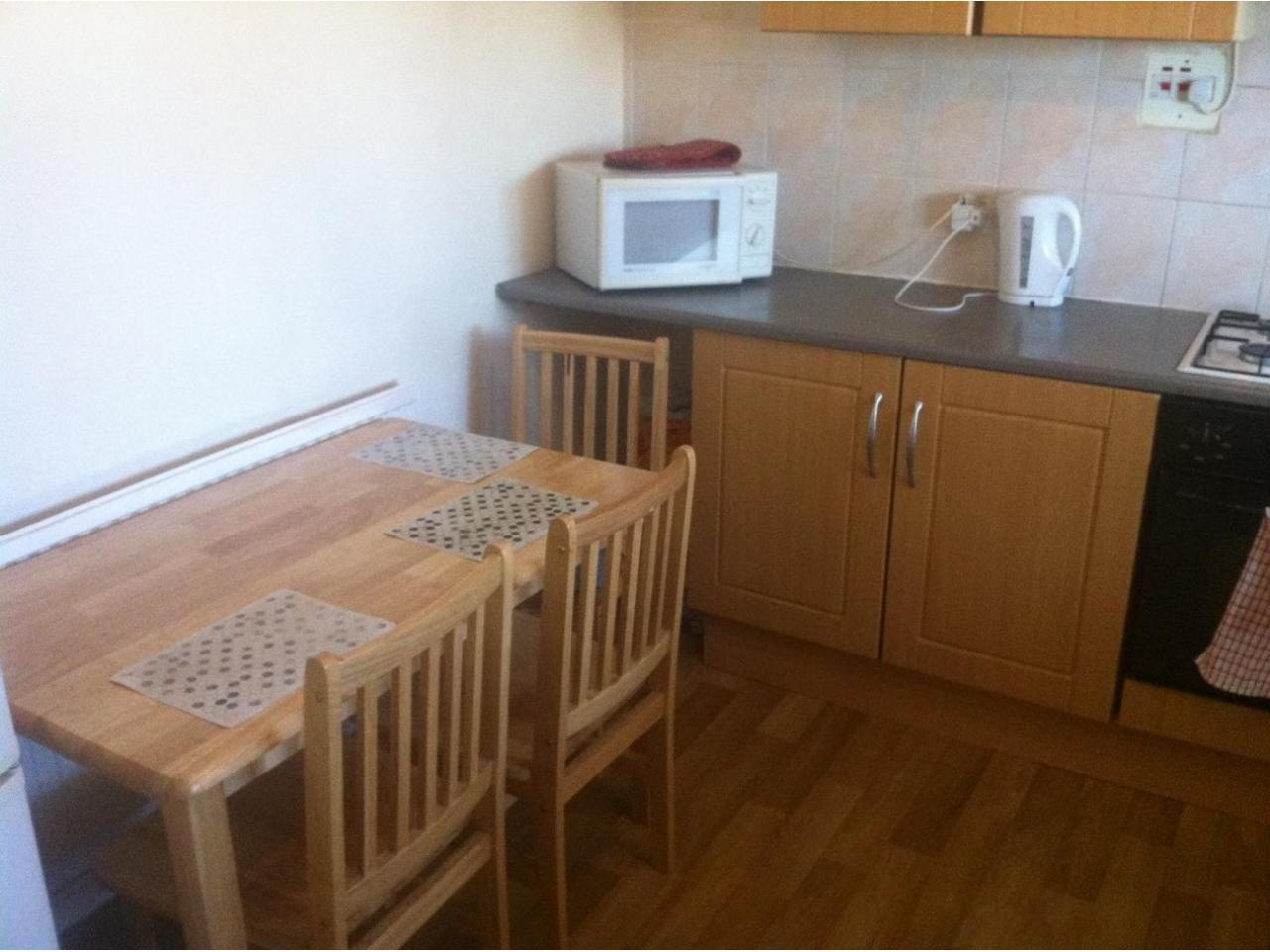 Zone 2 Canning Town double room, Jubilee line. Short stay considered. - 7