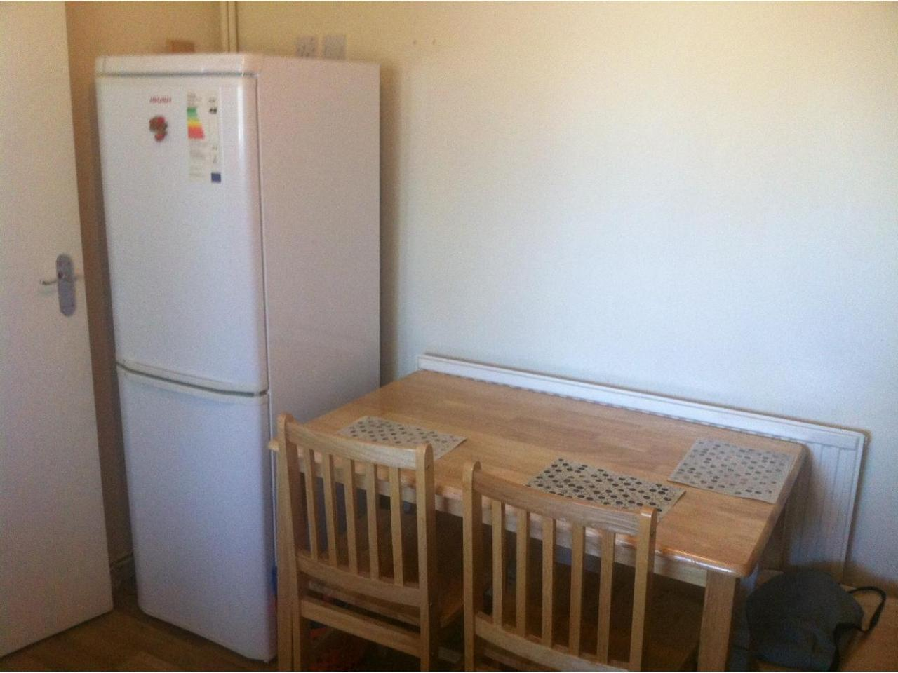 Zone 2 Canning Town double room, Jubilee line. Short stay considered. - 9