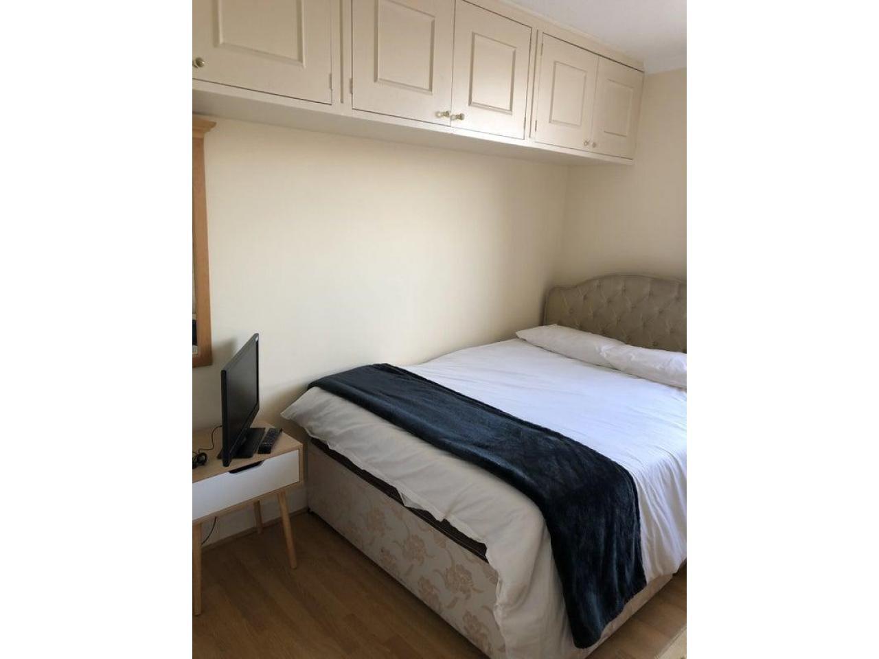 £185 Современная большая двухместная комната - 1