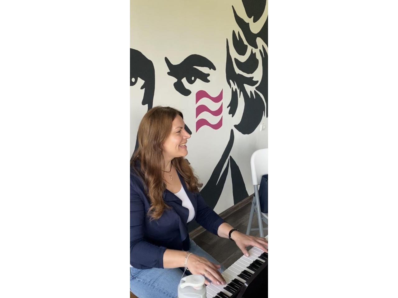 Преподаватель вокала, фортепиано - 8