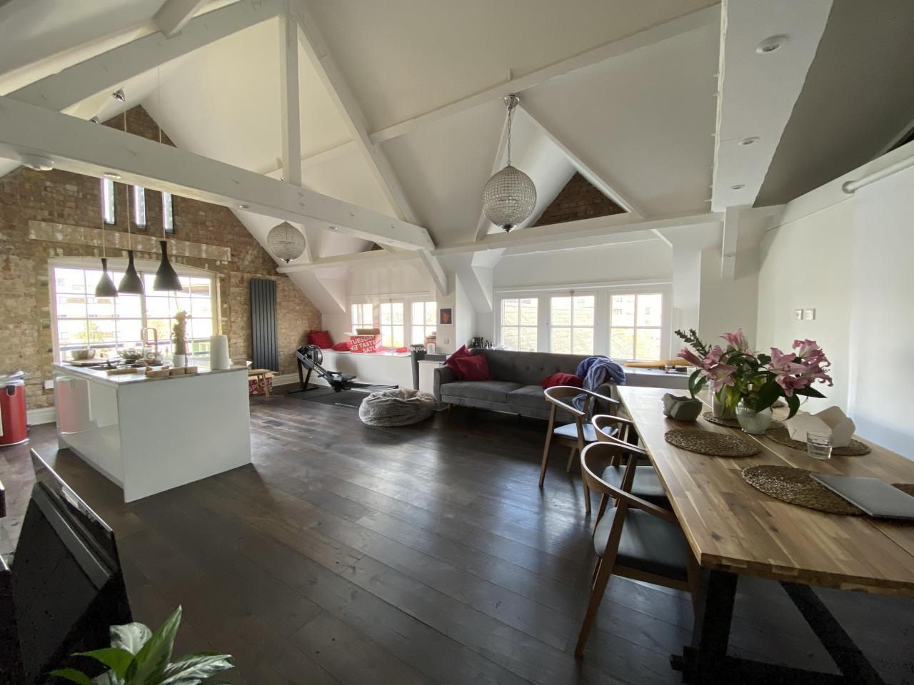 Bright room in Victorian style house - 3