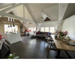 Bright room in Victorian style house - Image 3