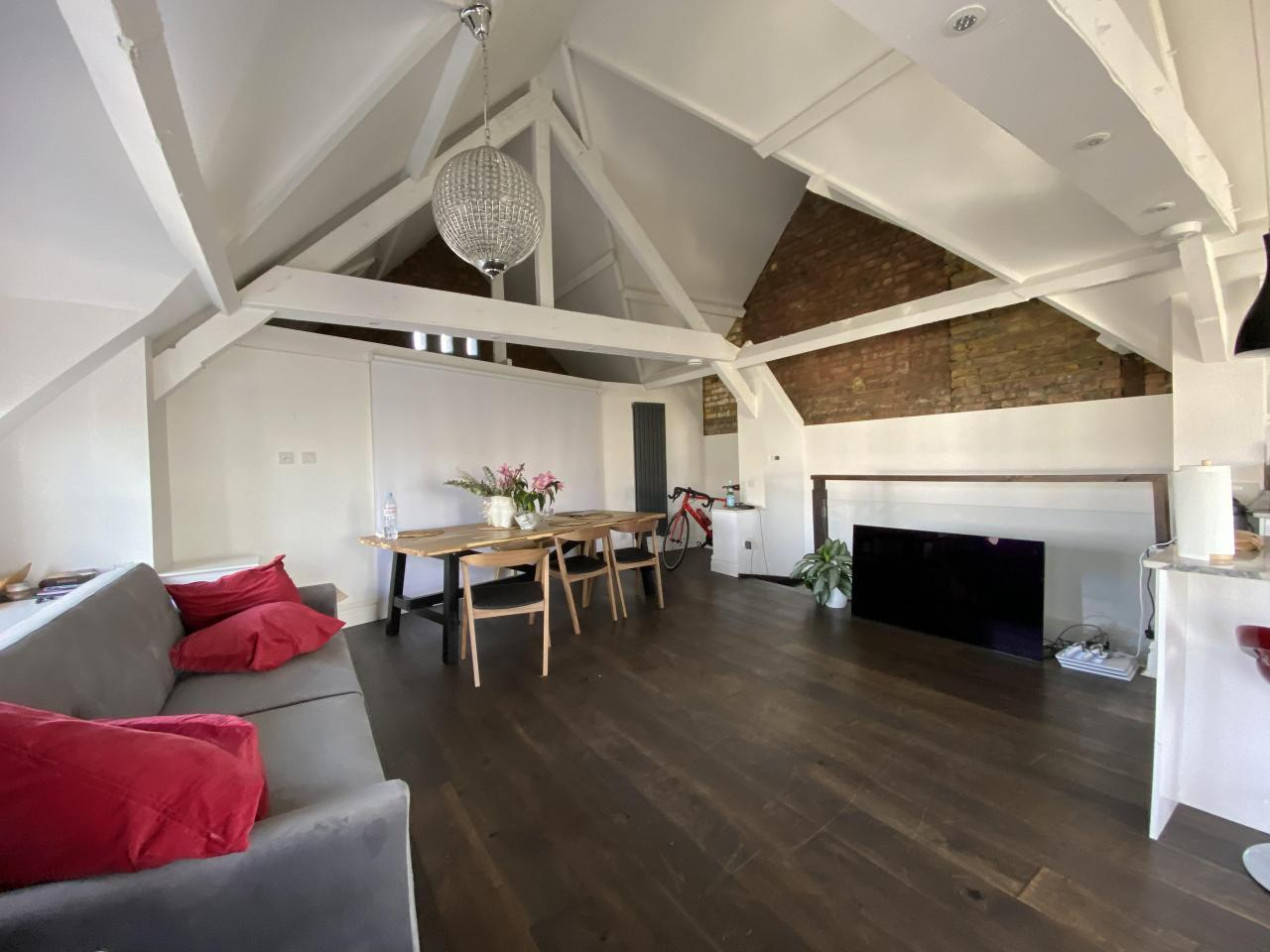 Bright room in Victorian style house - 5