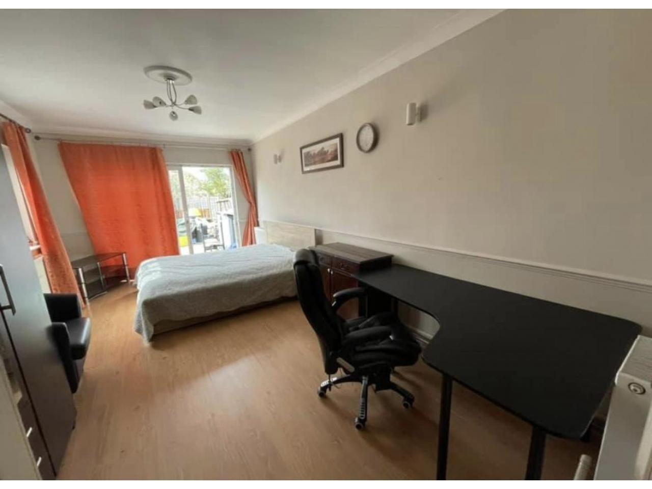 Дабл комната в Hayes Town - West London - 1