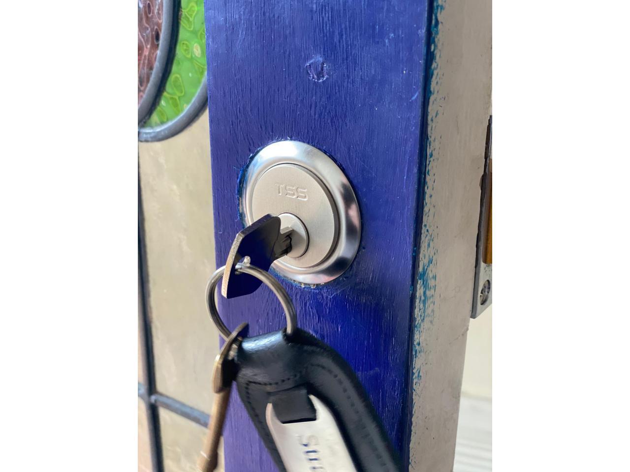 Locksmith Services Аварийная служба, открытия и при необходимости замена замков - 2