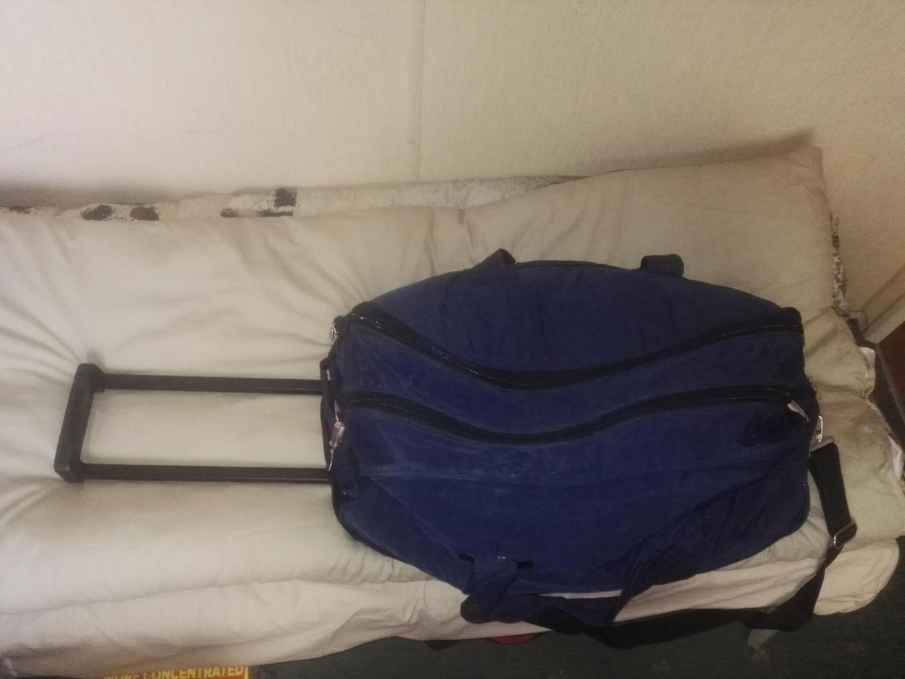 Дорожная сумка- ручная кладь,2 рабочие сапоги, спальный мешок, постельный комплект - 1