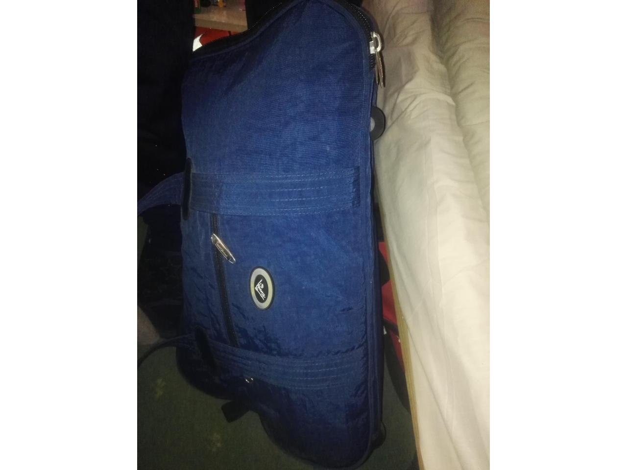 Дорожная сумка- ручная кладь,2 рабочие сапоги, спальный мешок, постельный комплект - 3