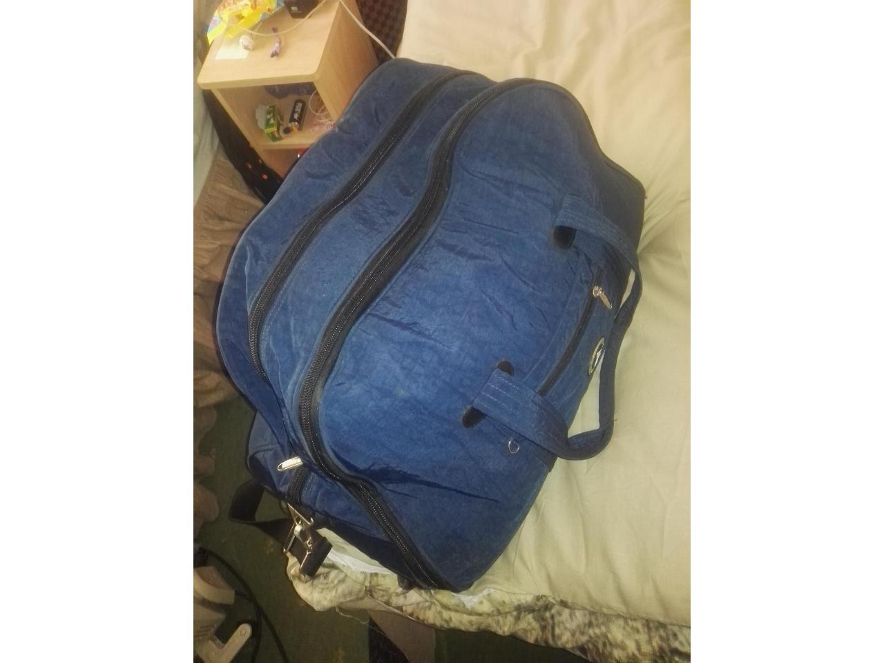Дорожная сумка- ручная кладь,2 рабочие сапоги, спальный мешок, постельный комплект - 4