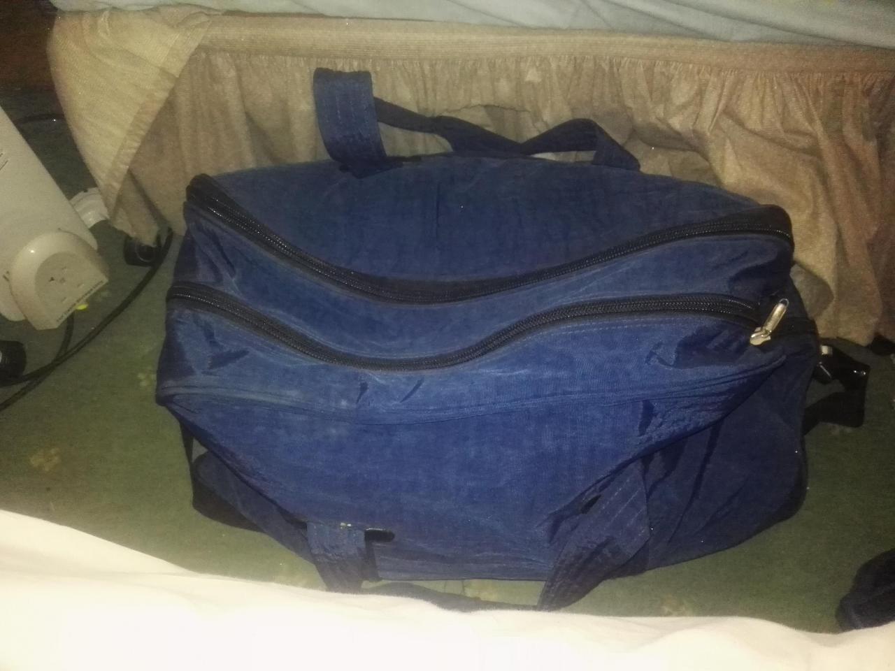 Дорожная сумка- ручная кладь,2 рабочие сапоги, спальный мешок, постельный комплект - 5