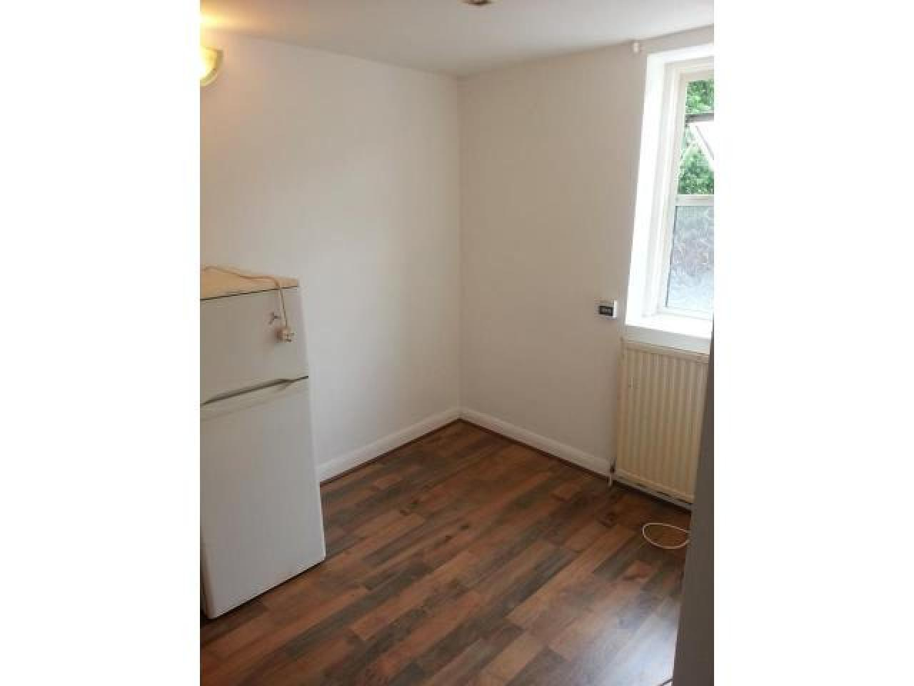 6 Studio Flats, Aldsworth Rd, Stratford, E15 1 000 £ — Available 20th July - 2