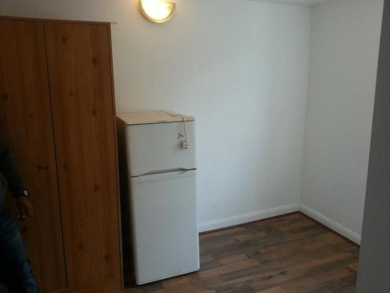6 Studio Flats, Aldsworth Rd, Stratford, E15 1 000 £ — Available 20th July - 3