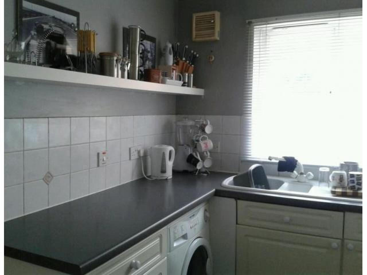 3 Bed House, Keel Close Barking, IG1 1 650 £ — Available Now - 8