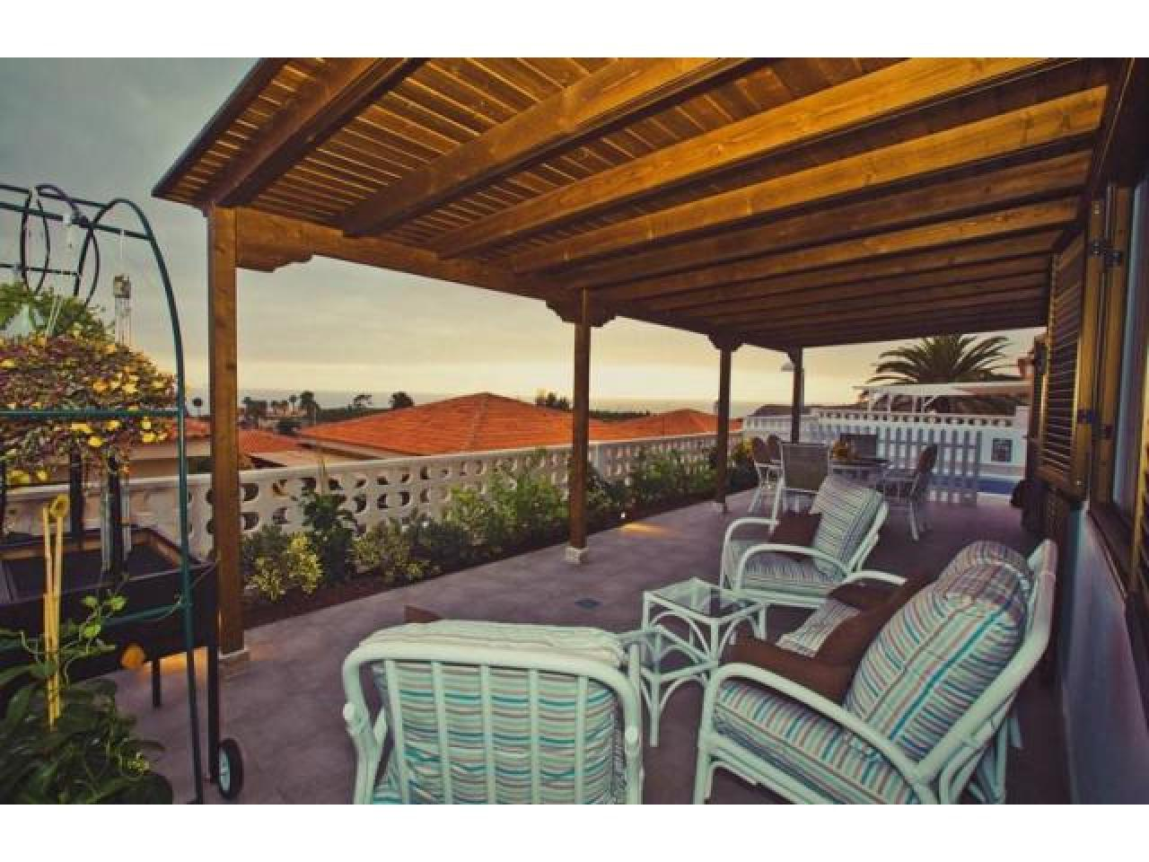 Spacious villa with views of the Atlantic Ocean. - 9