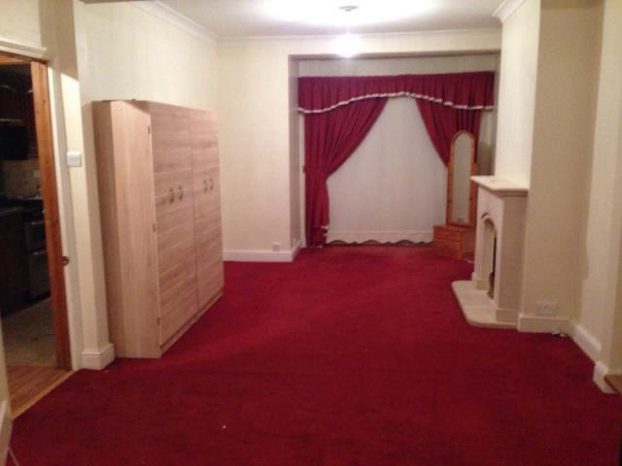 Сдаём большой, красивый 4-комнатный дом, район Rainham - 3