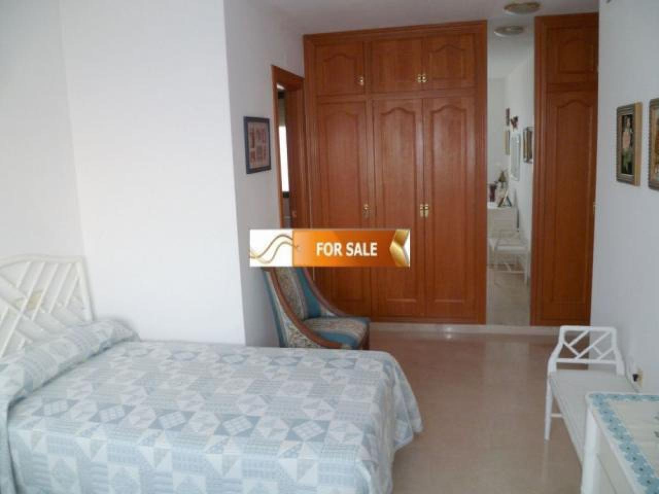 Продажа прекрасных апартаментов на 1 линии моря в Бенидорме - 1