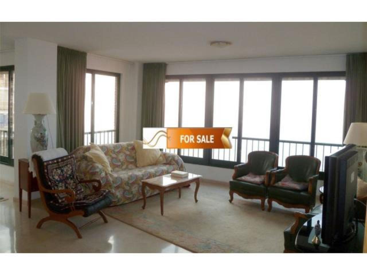 Продажа прекрасных апартаментов на 1 линии моря в Бенидорме - 10