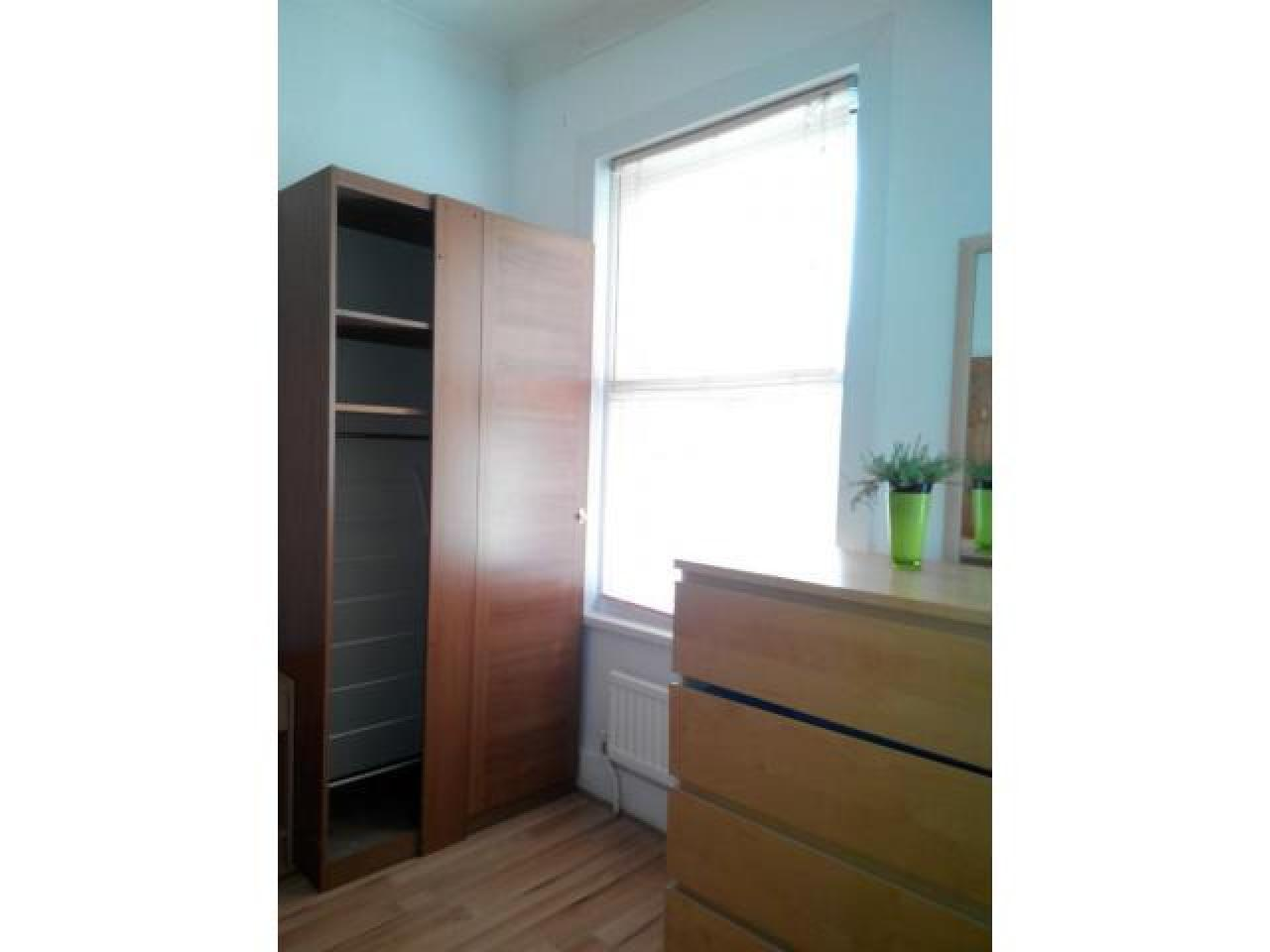 Double room in Stratford, zone 3. Next to tube, Westfield and ASDA. Wi-Fi, all bills included - 1
