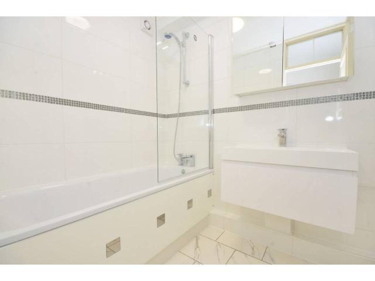 Сдается уютная single  комната в квартире в красивом и спокойном районе на Putney SW15 6AG. - 2