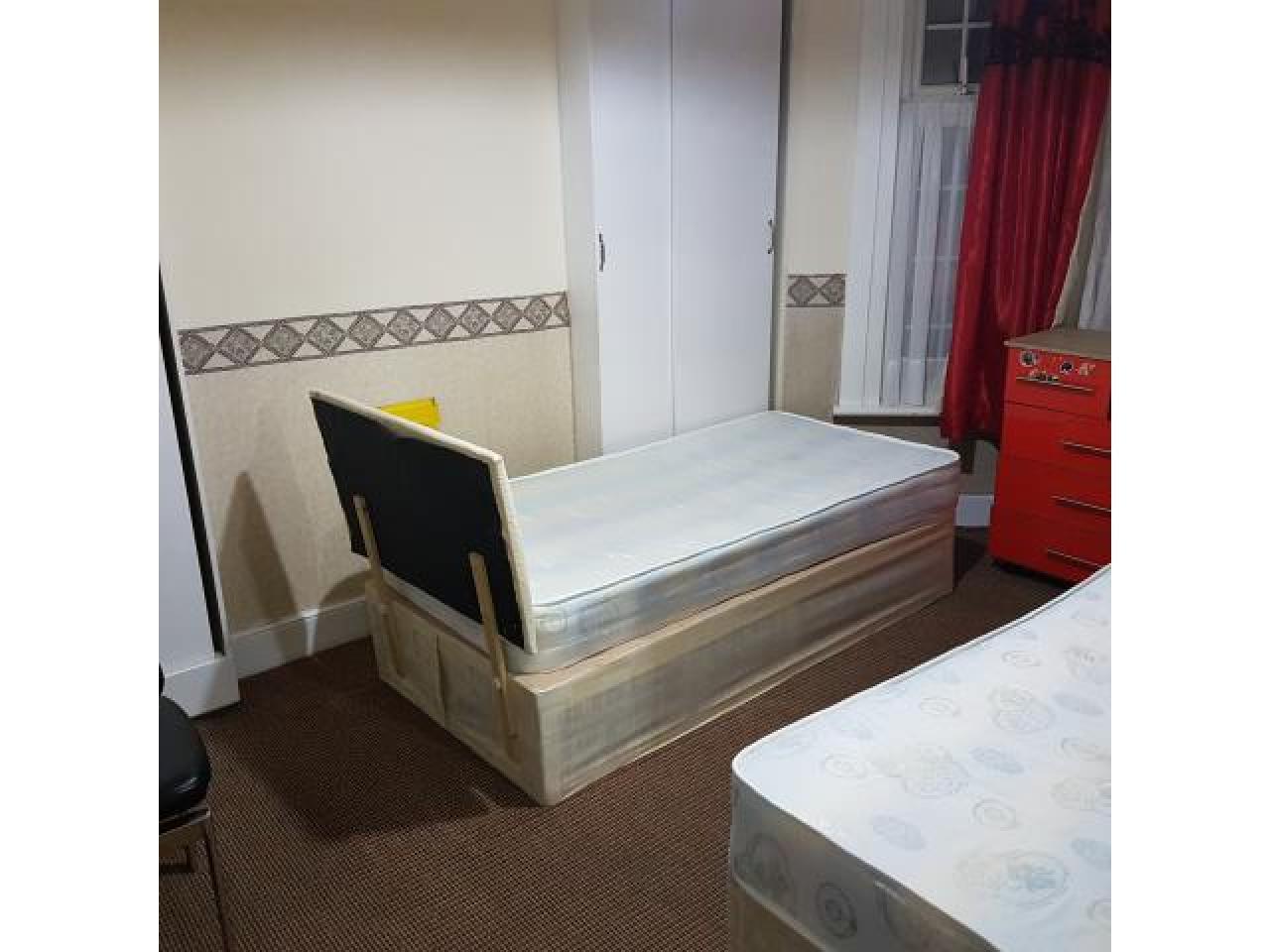Место вкомнате £70 для женщины - 1