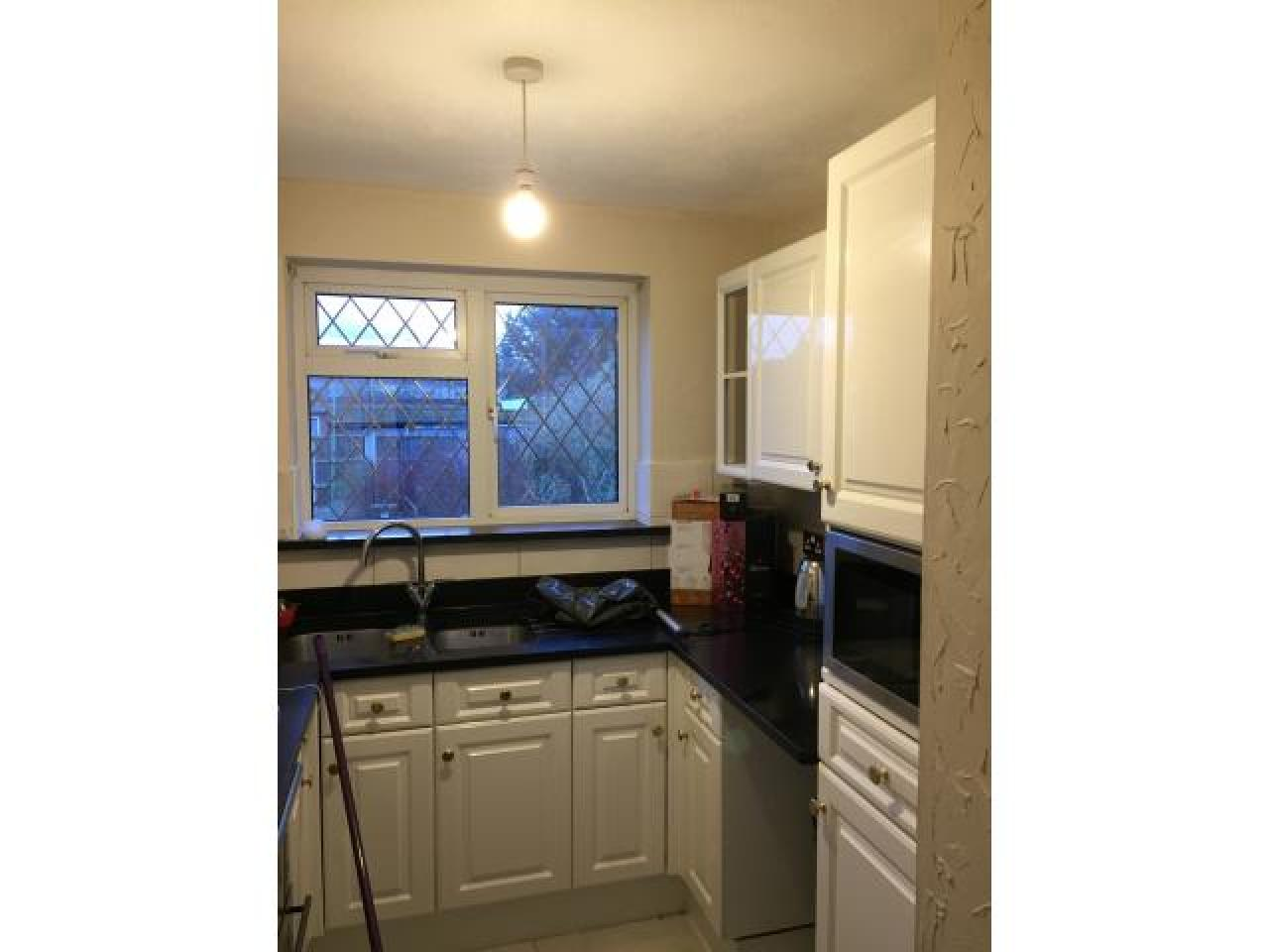2 bedroom flat for rent in Collier Row,Romford - 3