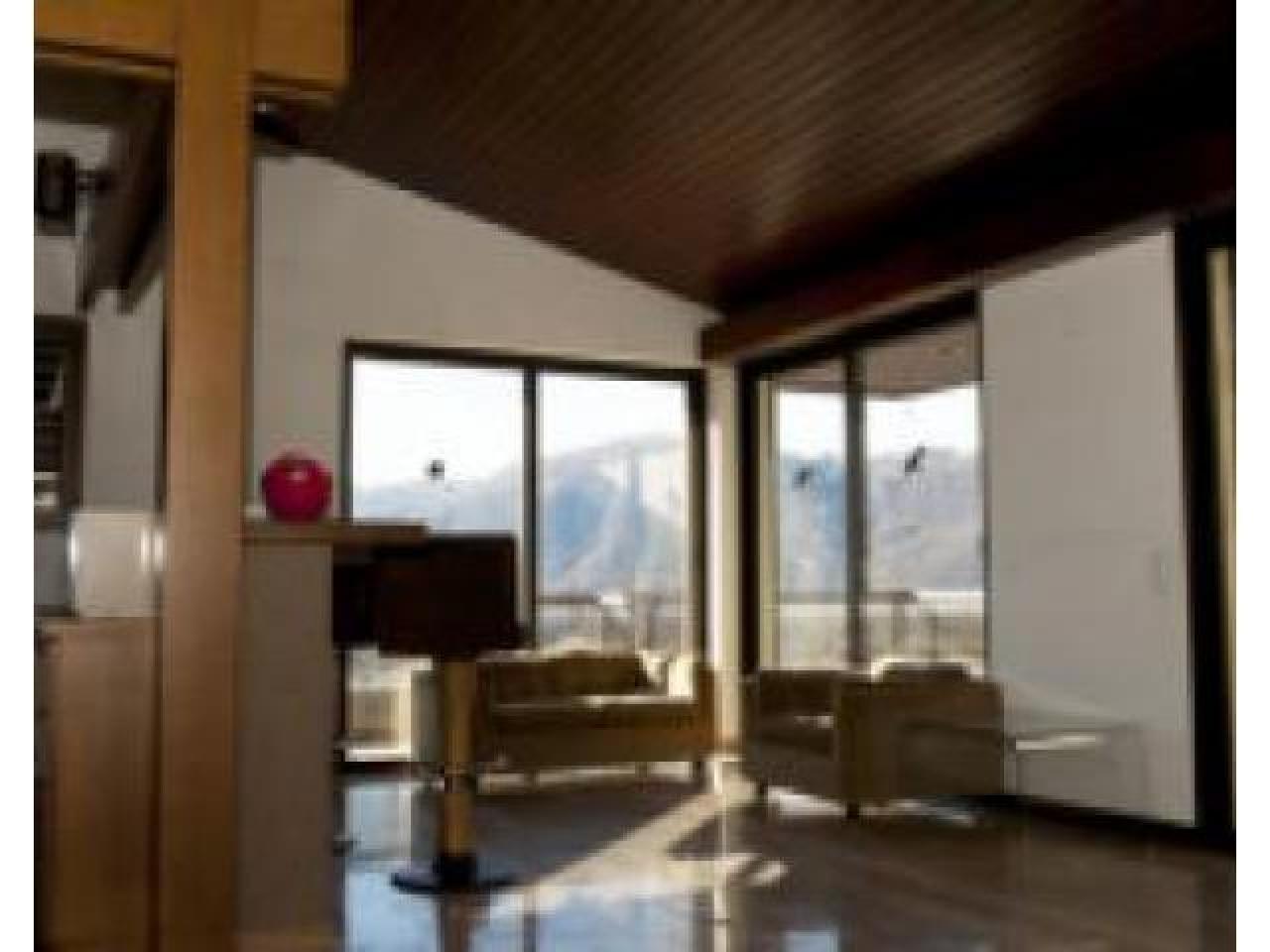 Дом в Кампьоне-д'Италия с видом на озеро Лугано - 1