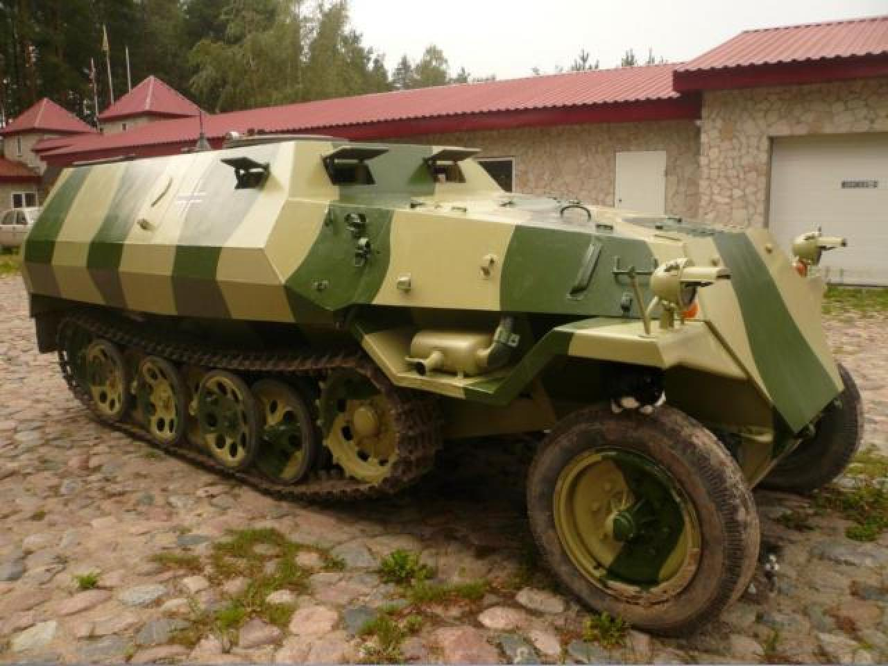 Sale armored car From-810 ( Sd Kfz 251 ) - 1