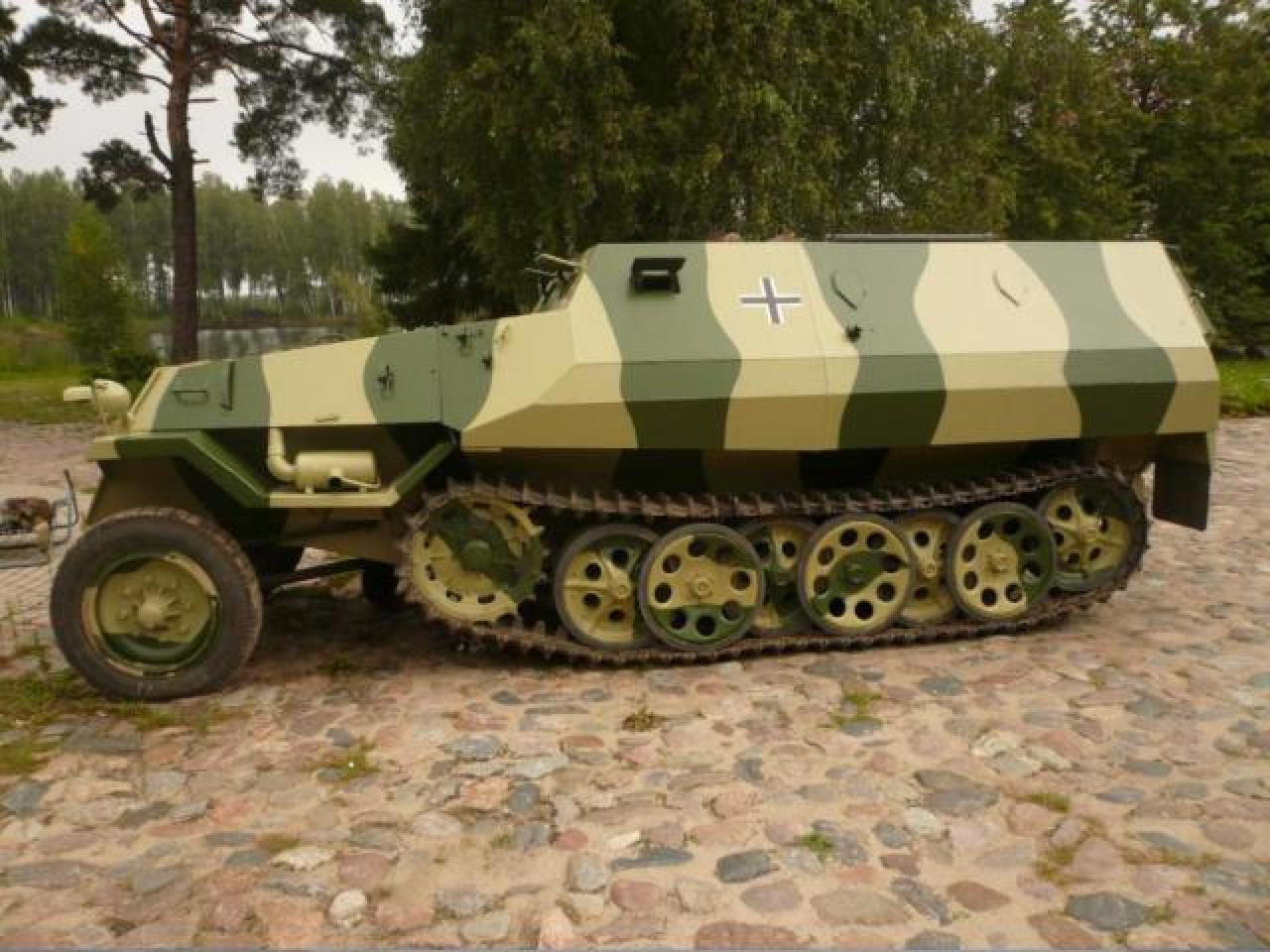 Sale armored car From-810 ( Sd Kfz 251 ) - 3