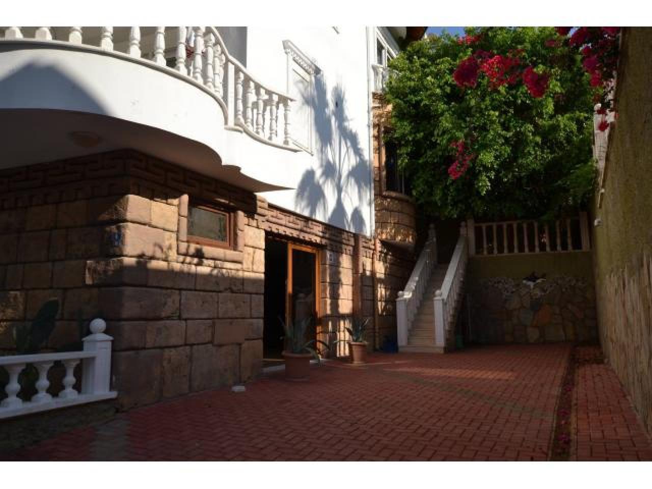 Вилла 5+1 от хозяина в АЛАНИИ ТУРЦИЯ без агентства скидка 75 000 € 6 комнат 4 этажа , бассейн , 1600 - 4