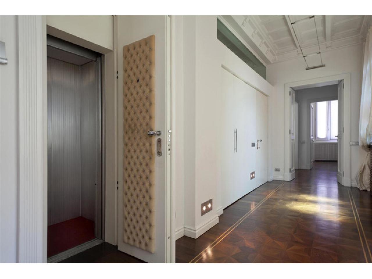 Апартаменты в старинном особняке в историческом центре города Комо (Италия) - 6