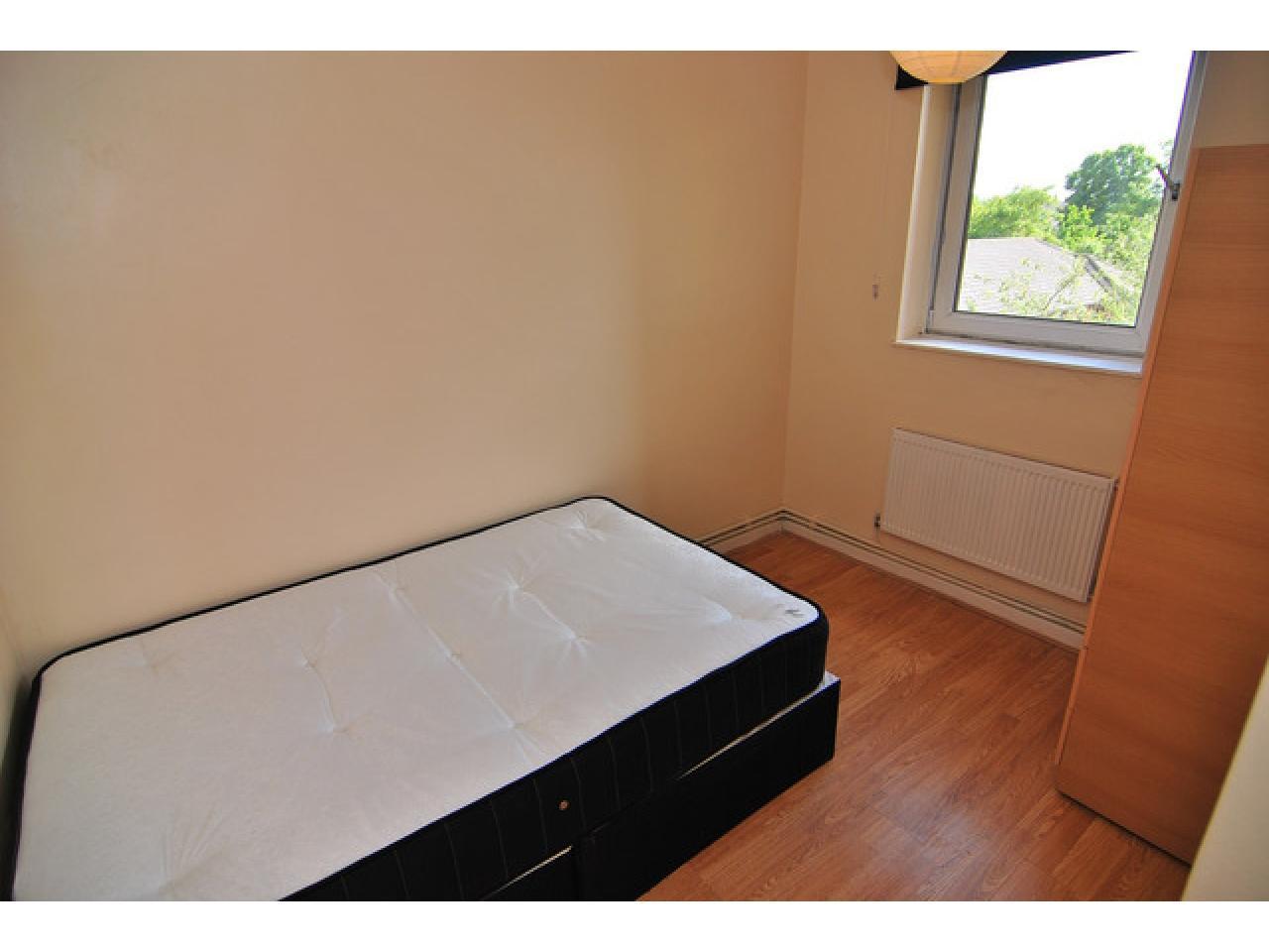 Single Room in Greenwich - 2